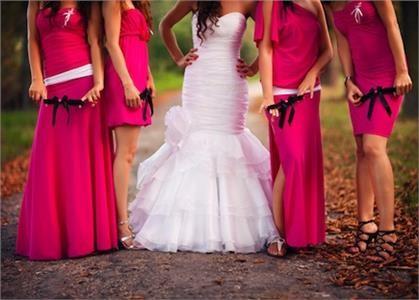 Rozhodně budete středem pozornosti (ne v kladném slova smyslu) pokud  přijdete na svatbu ve sportovním či vycházkovém oblečení. 7a467aa401